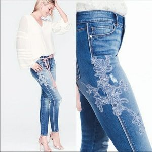 ▪️WHBM▪️NWOT Embroidered Skinny Jeans